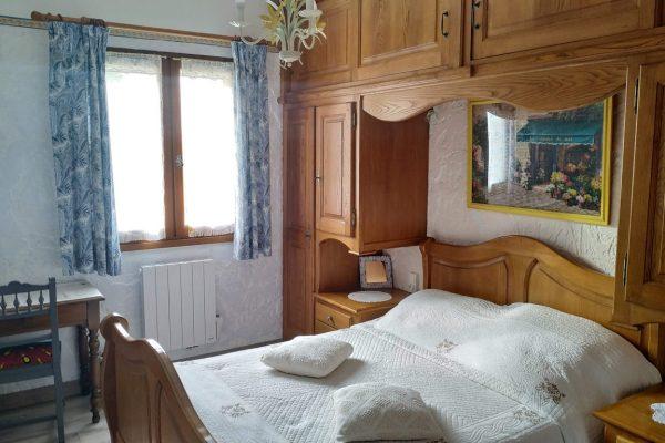 Chambre IRIS maison d'hôte de la pinède de Manon Barjols